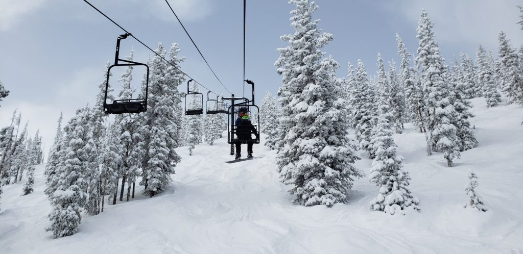 pano lift line and snow